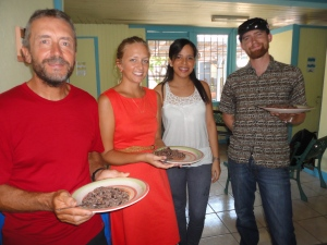 Spanish students learn how to make Gallo Pinto, a traditional Costa Rican breakfast, in cooking class!